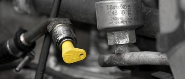Yelloc-Serviceplug-MICRO2-DSC_3564-1024x680-700x300